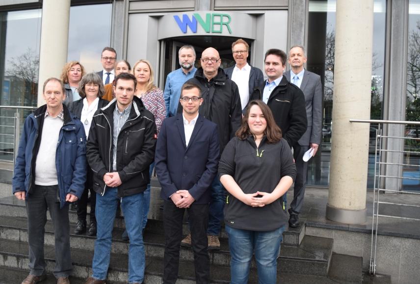 Auslerner, Ausbildungsverantwortliche und Vorstand am Verwaltungssitz des WVER in Düren