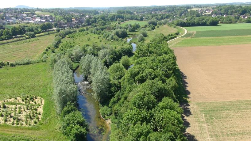 Luftbild eines renaturierten Wurmabschnittes bei Frelenberg (Übach-Palenberg) im Kreis Heinsberg